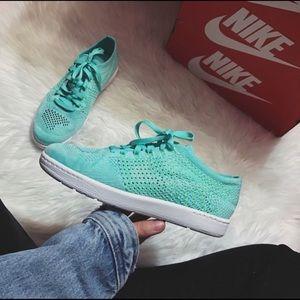Nike Classic Tennis Flyknit Sneakers